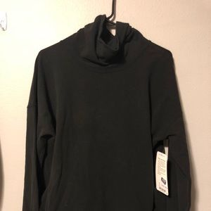 Lululemon black pull over